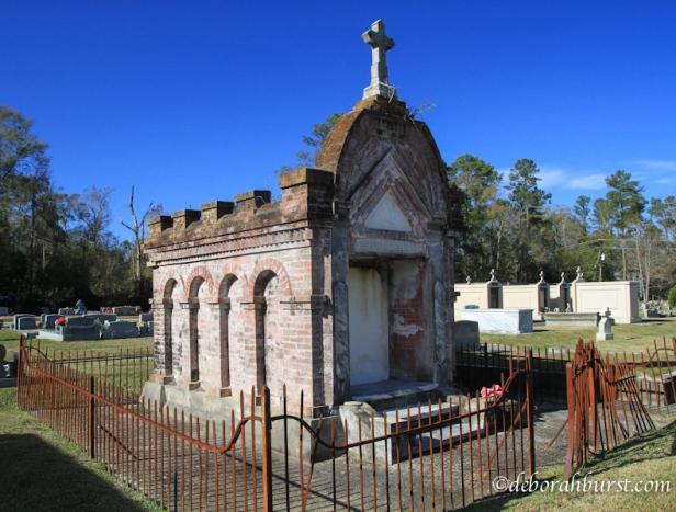 mandeville-thedophile-tomb-gates